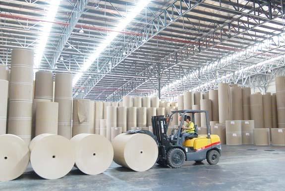 Một hoạt động trong sản xuất thùng carton