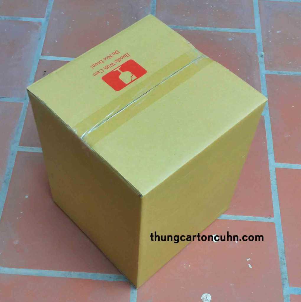thùng carton cũ bán lẻ