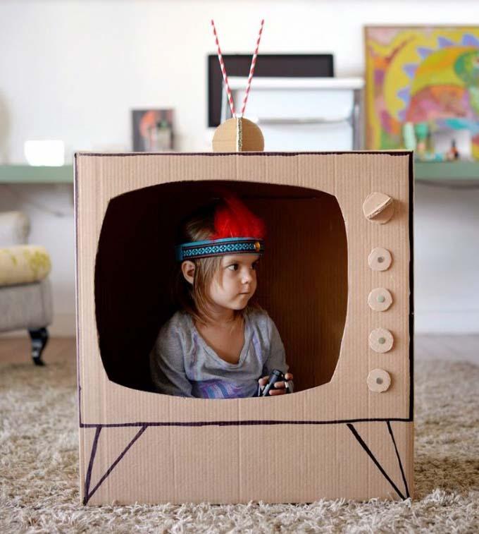 bé tự làm diễn viên trên tivi